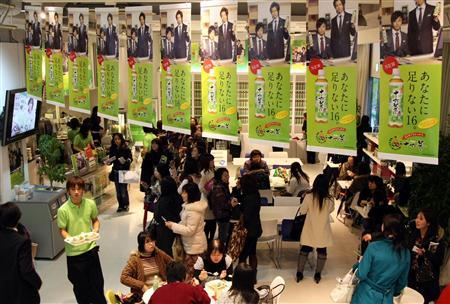 Kinki Kidsプロデュース十六茶カフェ