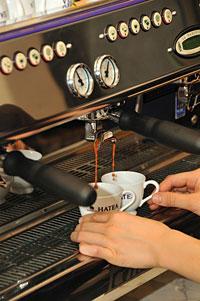紅茶をエスプレッソマシーンで作るのイメージ画像