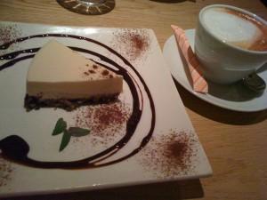 Ace cafeのチーズケーキとカフェラテ