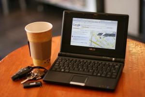 インターネットとカフェのイメージ写真