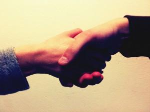 握手をするような距離感が共感を呼ぶ