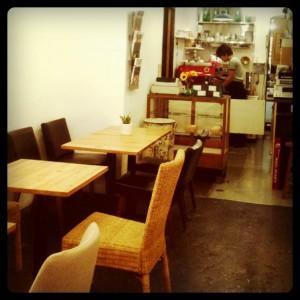 代官山カフェ「cafeトキワ荘」店内